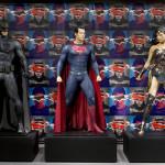 『バットマン vs スーパーマン ジャスティスの誕生』実際い撮影で使用されたヒーローのコスチュームが初上陸!