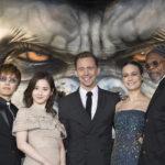 『キングコング:髑髏島の巨神』主演トム・ヒドルストンのメモリアルショットを一挙公開!