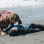 ダニエル・ラドクリフが死体役を熱演!『スイス・アーミー・マン』公開決定!